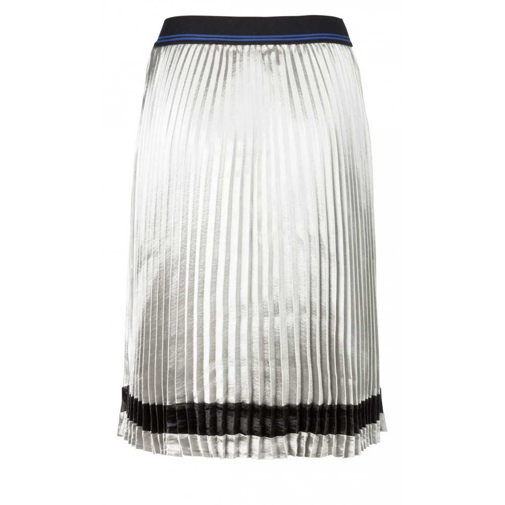 sporty-plisse-skirt-with-elatstic-waistband-and-stripe1