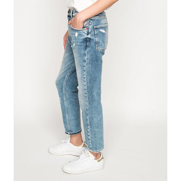 Mum Jeans 1